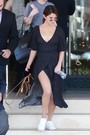 Selena Gomez Stills Out Shopping in Beverly Hills 2018/02/01