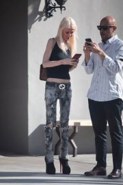 Tara Reid Stills Out for Lunch in West Hollywood 2017/11/17