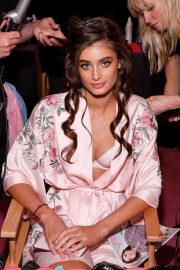 Taylor Hill Stills on the Backstage at 2017 VS Fashion Show in Shanghai 2017/11/20