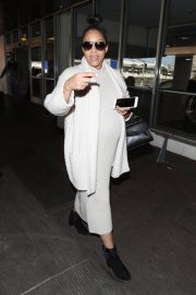 Tia Mowry Stills at LAX Airport in Los Angeles 2018/01/26
