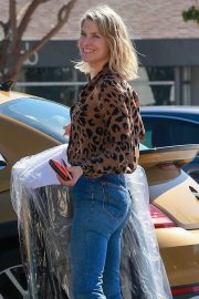 Ali Larter Stills in Jeans Out in Brentwood 2018/03/23