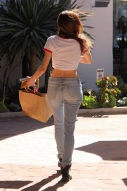 Blanca Blanco Stills in Ripped Jeans Out Shopping in Malibu 2018/03/28 2