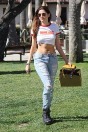 Blanca Blanco Stills in Ripped Jeans Out Shopping in Malibu 2018/03/28 5