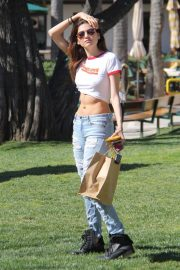 Blanca Blanco Stills in Ripped Jeans Out Shopping in Malibu 2018/03/28 6