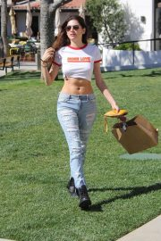 Blanca Blanco Stills in Ripped Jeans Out Shopping in Malibu 2018/03/28 18