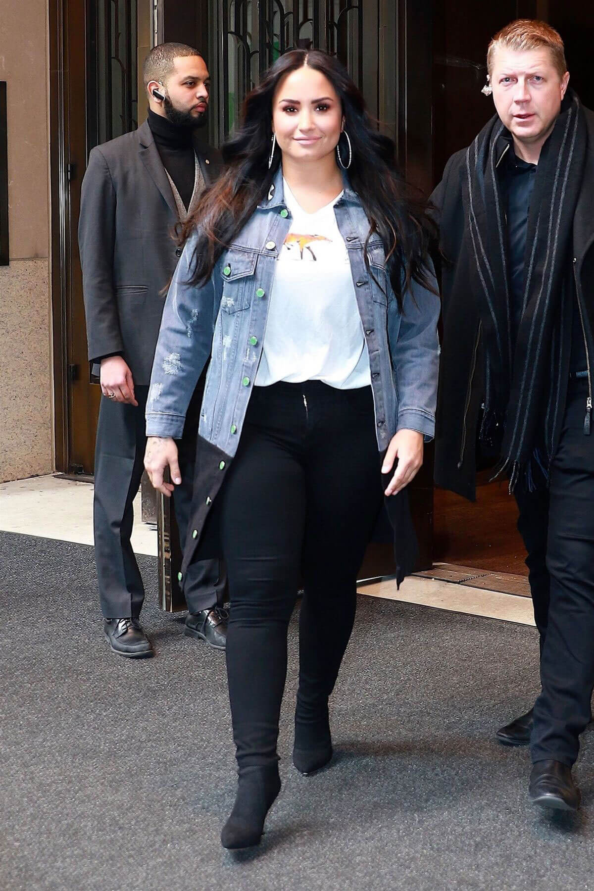 Demi Lovato Stills Leaves Her Hotel in New York 2018/03/23
