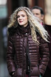 Elena Kampouris Stills Shopping at Whole Foods in Vancouver 2018/03/17