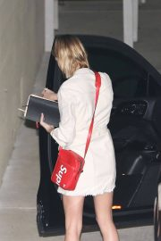 Hailey Baldwin Stills Night Out in Los Angeles 2018/03/28 2