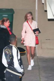 Hailey Baldwin Stills Night Out in Los Angeles 2018/03/28 7