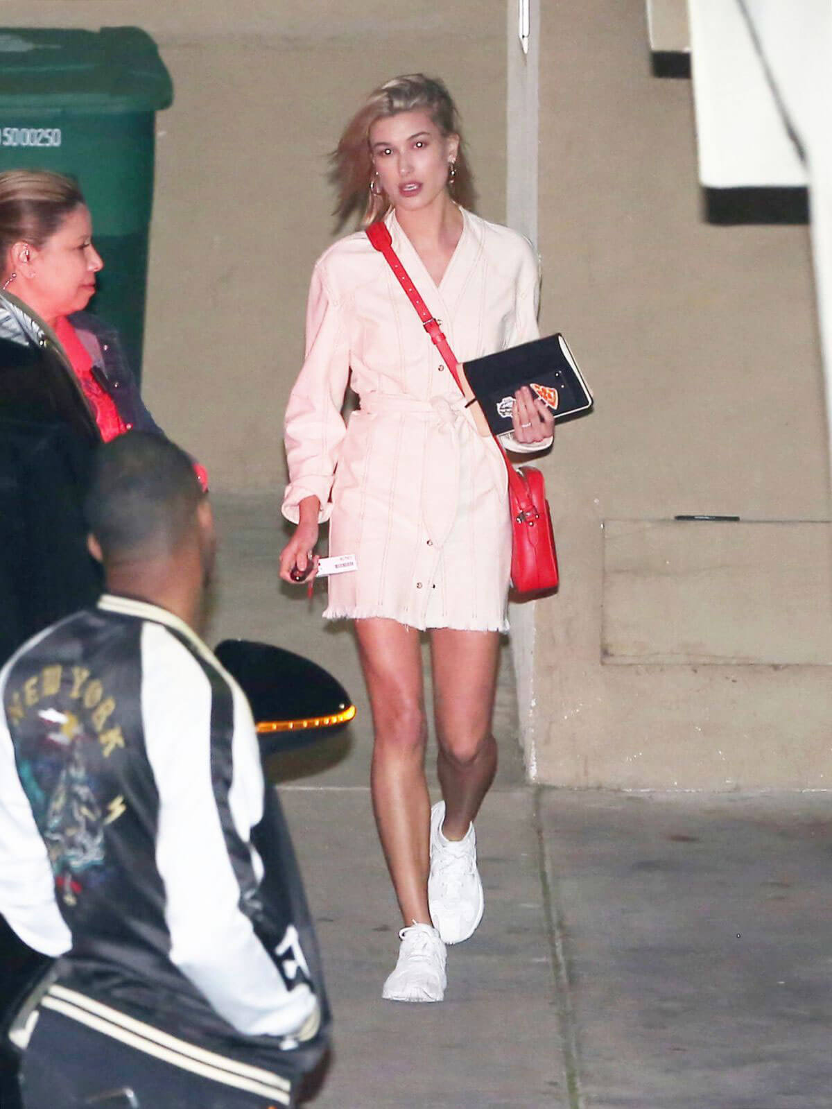 Hailey Baldwin Stills Night Out in Los Angeles 2018/03/28 10