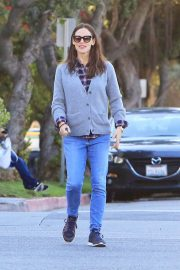 Jennifer Garner Stills in Jeans Out For Lunch In Los Angeles 2018/03/28 6