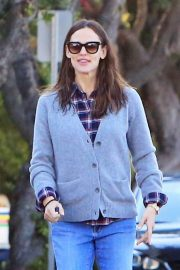 Jennifer Garner Stills in Jeans Out For Lunch In Los Angeles 2018/03/28 12