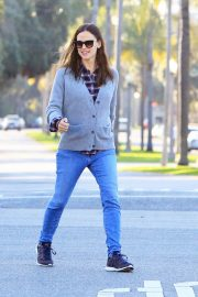 Jennifer Garner Stills in Jeans Out For Lunch In Los Angeles 2018/03/28 13