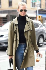 Karlie Kloss Stills Out in New York 2018/03/27