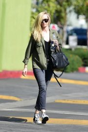 Kimberly Stewart Stills Out and About in Los Angeles 2018/03/28 1