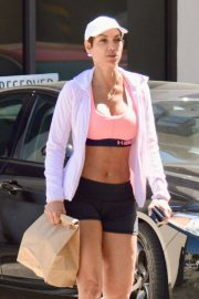 Nicole Murphy Stills in Sports Bra and Shorts Out Shopping in Los Angeles 2018/03/28 2