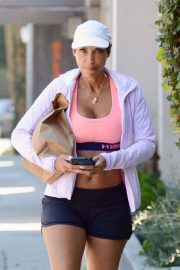 Nicole Murphy Stills in Sports Bra and Shorts Out Shopping in Los Angeles 2018/03/28 8
