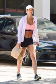Nicole Murphy Stills in Sports Bra and Shorts Out Shopping in Los Angeles 2018/03/28 11