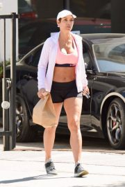 Nicole Murphy Stills in Sports Bra and Shorts Out Shopping in Los Angeles 2018/03/28 12