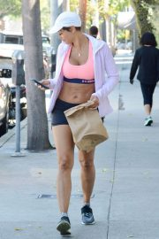 Nicole Murphy Stills in Sports Bra and Shorts Out Shopping in Los Angeles 2018/03/28 13