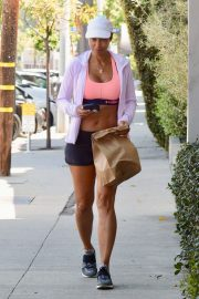 Nicole Murphy Stills in Sports Bra and Shorts Out Shopping in Los Angeles 2018/03/28 15