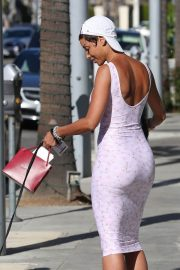 Nicole Murphy Stills in Tight Dress Out with Her Dog in Beverly Hills 2018/03/28 3