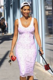 Nicole Murphy Stills in Tight Dress Out with Her Dog in Beverly Hills 2018/03/28 18