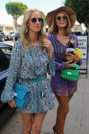Paris Hilton and Nicky Hilton Rothschild Out on Robertson Blvd in West Hollywood 2018/03/17