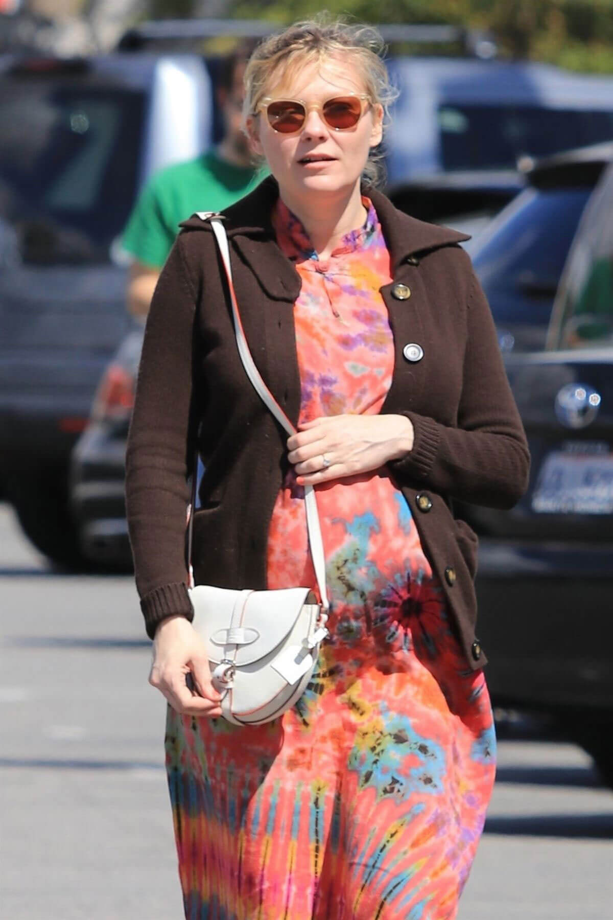 Pregnant Kirsten Dunst Stills Out Shopping in Los Angeles 2018/03/17