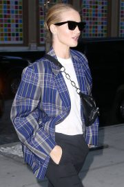 Rosie Huntington-Whiteley Stills Out and About in New York 2018/03/26 7