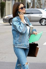 Selena Gomez Stills in Ripped Jeans Out in Beverly Hills 2018/03/16