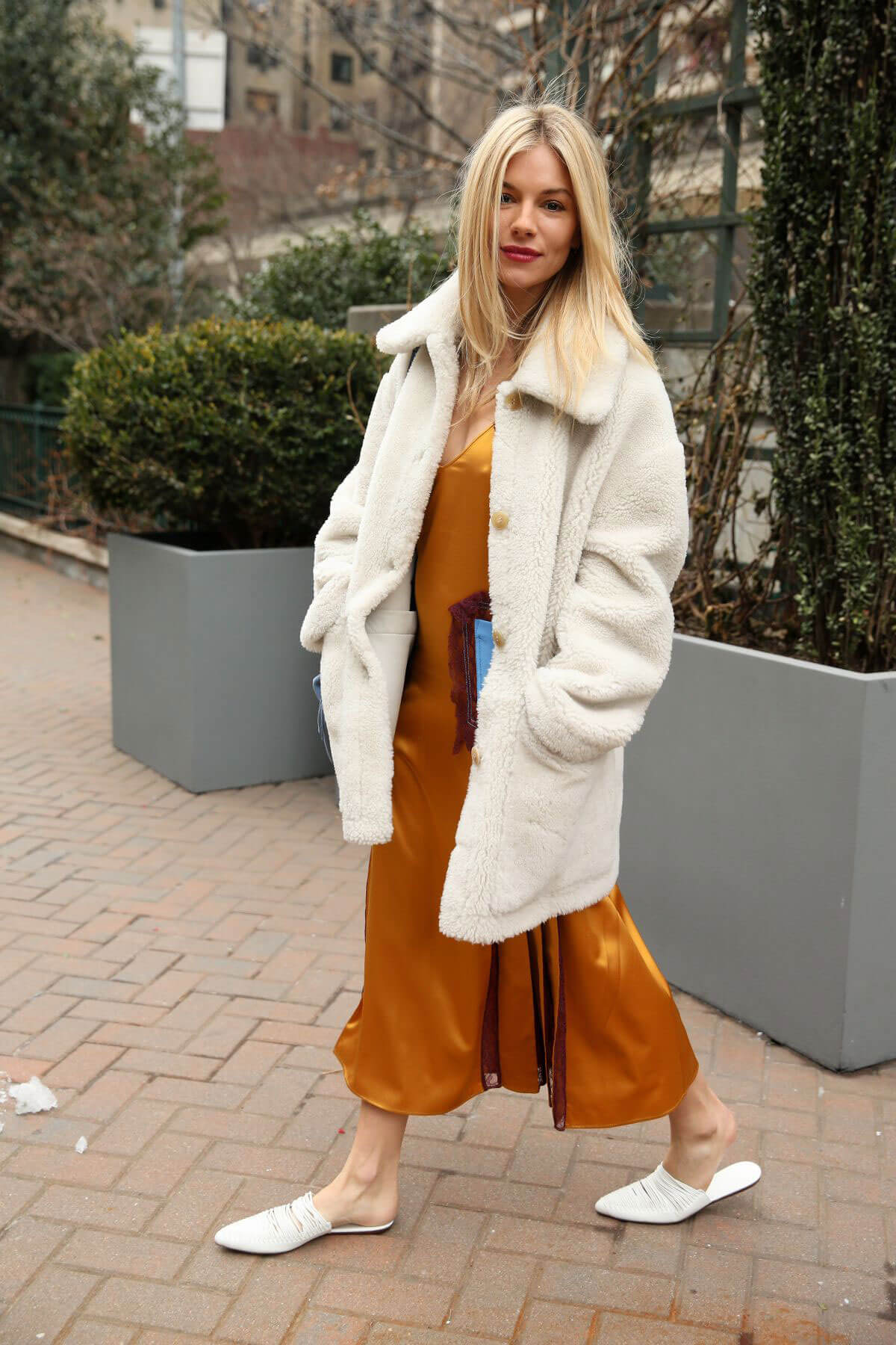 Sienna miller stills at tory burch fall winter 2018 19 show at new york fashion week 2018 02 09 Sienna miller fashion style tumblr