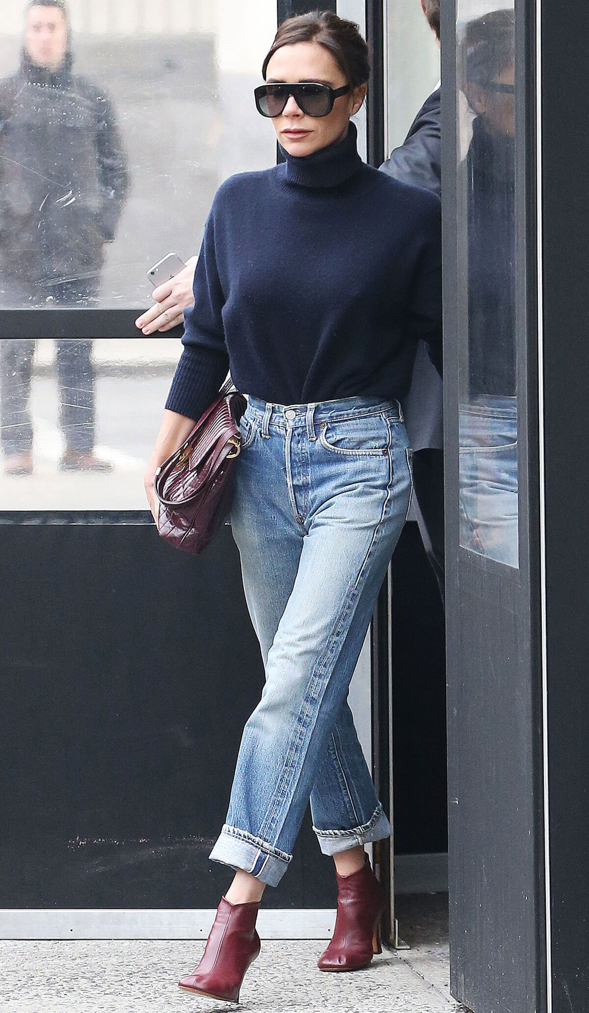Victoria Beckham Stills In Jeans Out In New York 2018 02