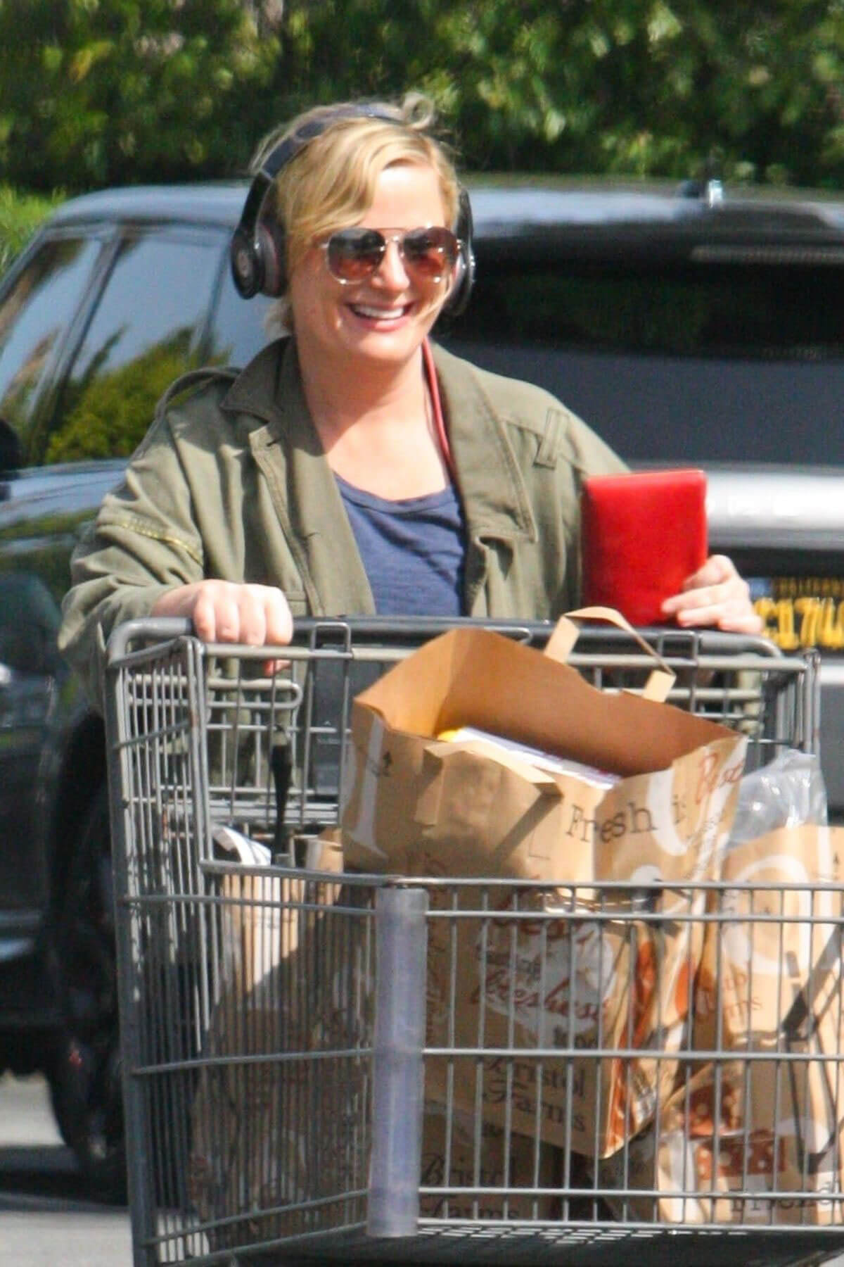 Amy Poehler Stills Shopping at Bristol Farms in Beverly Hills 2018/03/30 13