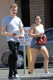 Ariel Winter and Levi Meaden Stills Renew Their Driver Licenses in Los Angeles 2018/04/25 9