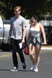 Ariel Winter and Levi Meaden Stills Renew Their Driver Licenses in Los Angeles 2018/04/25 12