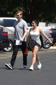 Ariel Winter and Levi Meaden Stills Renew Their Driver Licenses in Los Angeles 2018/04/25 13
