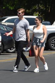 Ariel Winter and Levi Meaden Stills Renew Their Driver Licenses in Los Angeles 2018/04/25 16