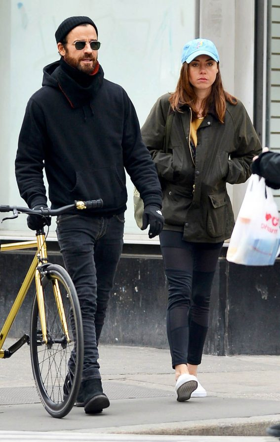 Aubrey Plaza and Justin Theroux Stills Out in New York 2018/03/25 6