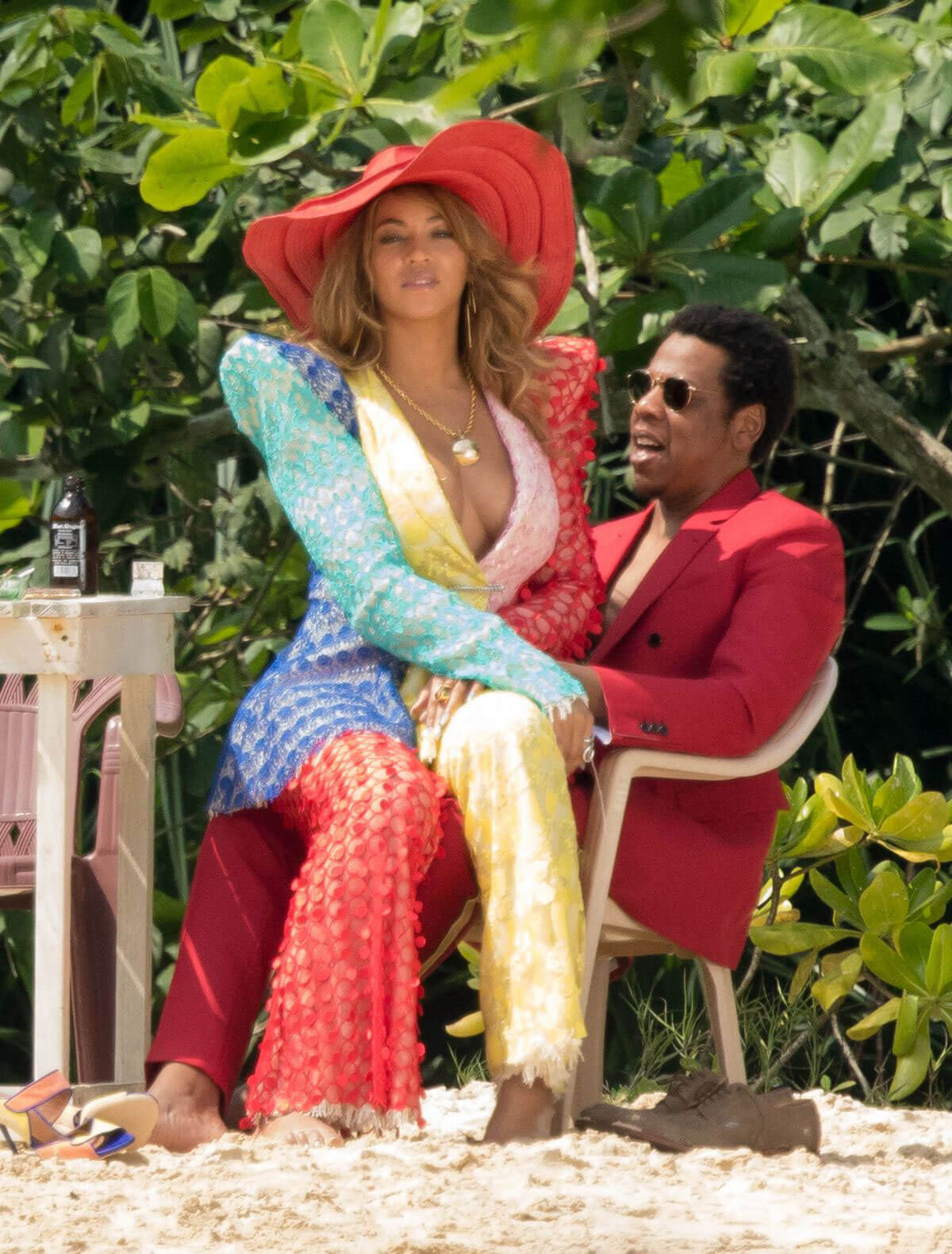 Beyonce and Jay Z Stills on The Set of a Video at a Beach in Jamaica 2018/03/22 1