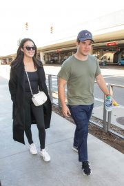 Chloe Bridges and Adam Devine Stills at LAX Airport in Los Angeles 2018/04/20 6