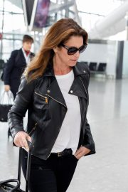 Cindy Crawford Stills at Heathrow Airport to Los Angeles 2018/04/23 6