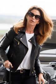Cindy Crawford Stills at Heathrow Airport to Los Angeles 2018/04/23 9