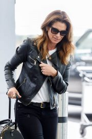 Cindy Crawford Stills at Heathrow Airport to Los Angeles 2018/04/23 11