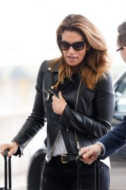 Cindy Crawford Stills at Heathrow Airport to Los Angeles 2018/04/23 13