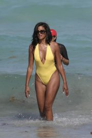 Claudia Jordan Stills in Swimsuit Celebrates Her 45th Birthday in Miami Beach 2018/04/13 2