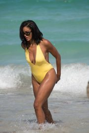 Claudia Jordan Stills in Swimsuit Celebrates Her 45th Birthday in Miami Beach 2018/04/13 6