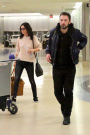 Courteney Cox and Johnny McDaid Stills at LAX Airport in Los Angeles 2018/04/20 1