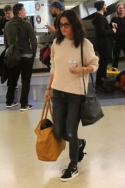 Courteney Cox and Johnny McDaid Stills at LAX Airport in Los Angeles 2018/04/20 6
