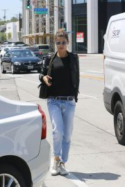 Elisabetta Canalis Stills in Jeans and Leather Jacket Out in West Hollywood 2018/04/26 4